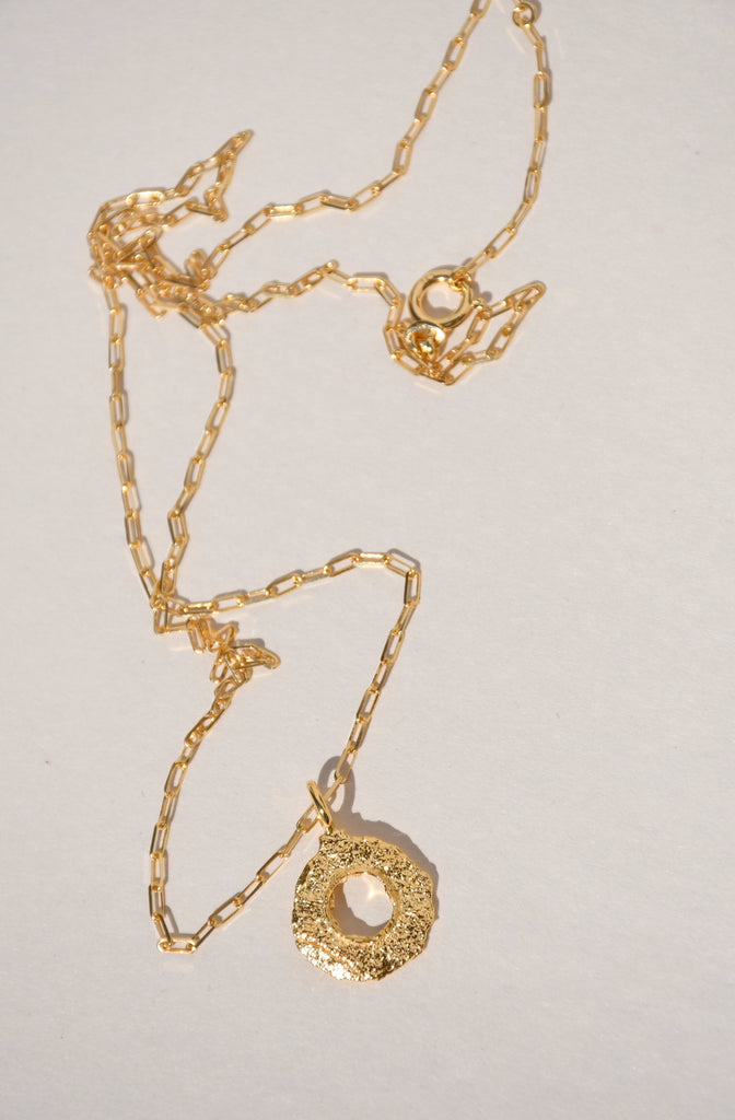 GOLD ENSO NECKLACE