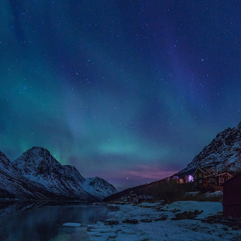 Northern Lights View Mural Wallpaper (SqM)