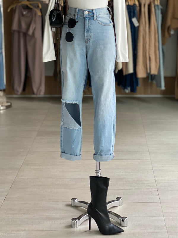 Knee Cutout Jeans