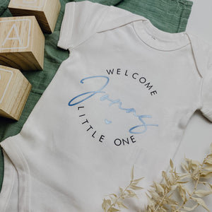 "Baby-Body WELCOME LITTLE ONE + WUNSCHNAME ""Melody"" (personalisiert)"