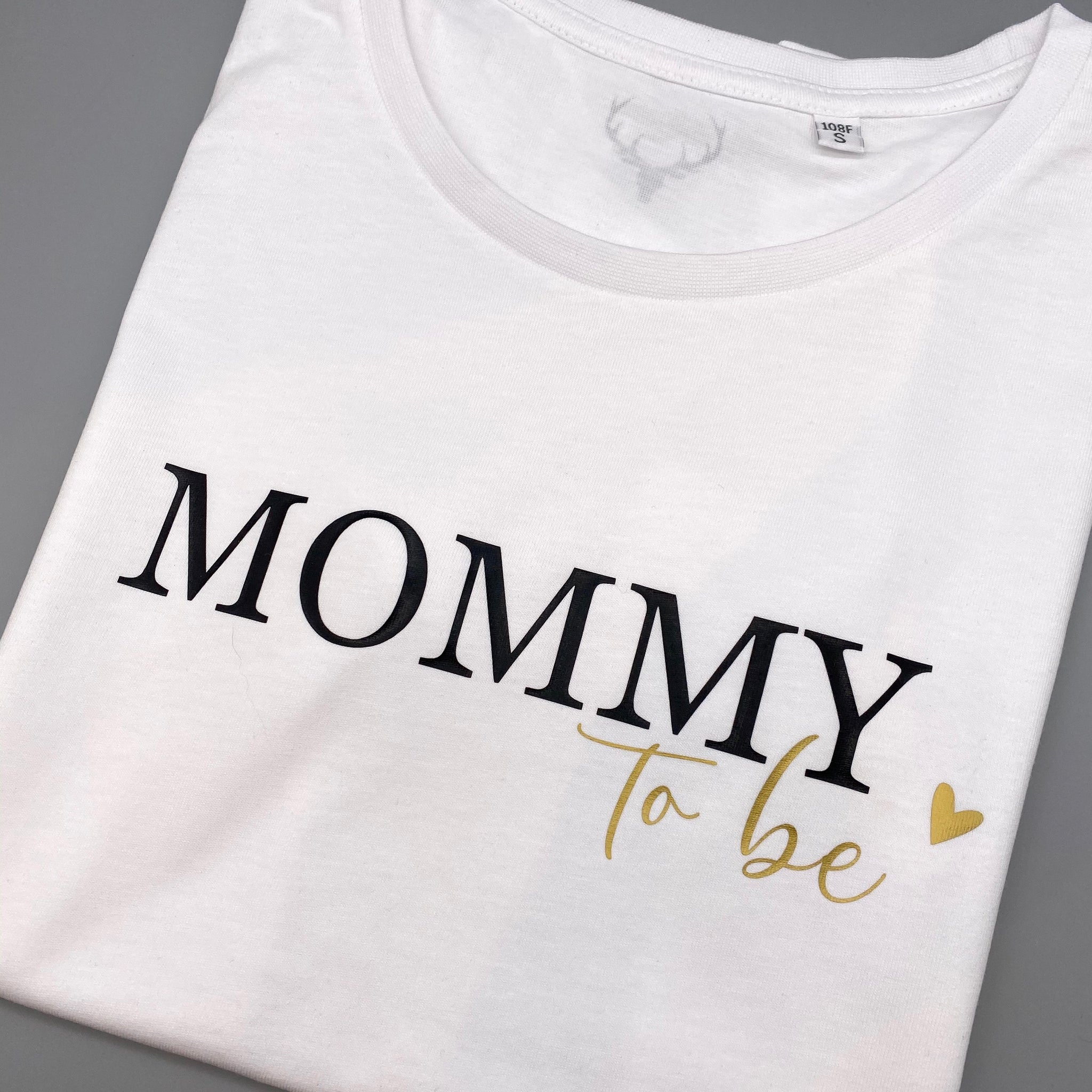 Damen T-Shirt regulär MOMMY TO BE (individuell)