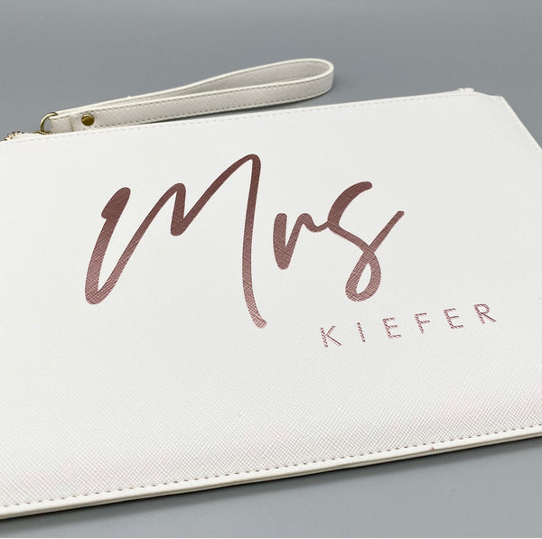 Clutch Mrs + Name (personalisiert)