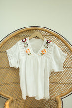 Load image into Gallery viewer, Vintage Women's Embroidered Blouse