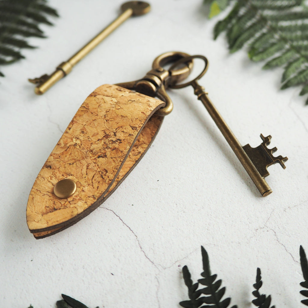 The Rof Cork Key Fob by HORD has a unique and minimal design. The cork loop can easily slip on to your belt or bag strap whilst the swivel clip holds on to your keys. Add your desired personalisation to make this key fob truly unique.