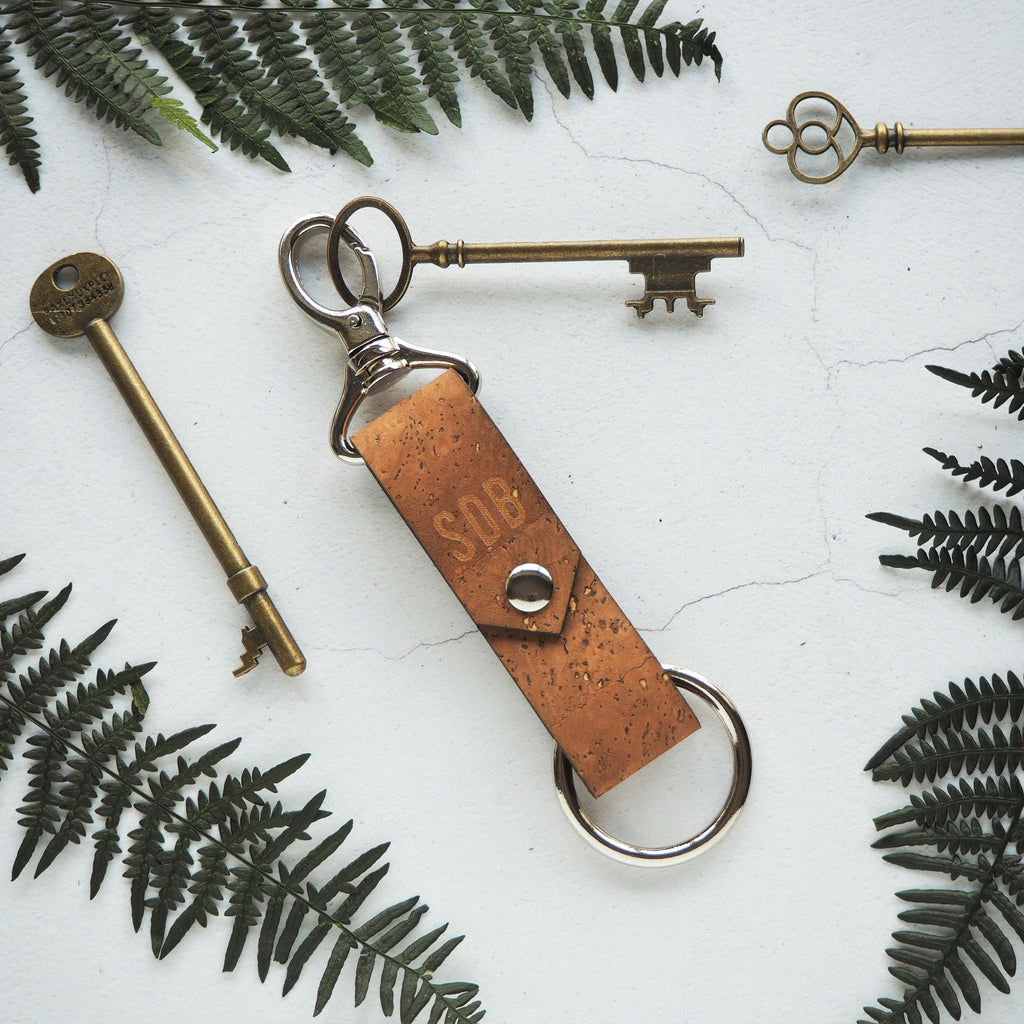 The Halda Key Fob in Cork - Sand by HORD is made from sturdy flecked natural cork, a sustainable and vegan friendly alternative to leather. It can be personalised with your choice of initials.