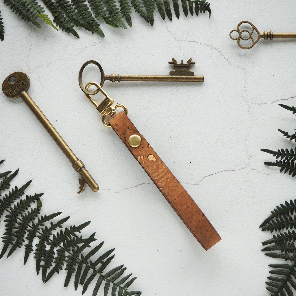The Lykill Cork Key Fob- Sand by HORD is made from sturdy natural cork and metal hardware. This personalised key fob makes the perfect gift for those who love clean and minimalist style, but may have a tendency to lose their keys!