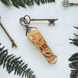 The Skor Cork Key Fob by HORD is made from sturdy natural cork and a metal clip and D-ring - This item can be engraved with your chosen initials!