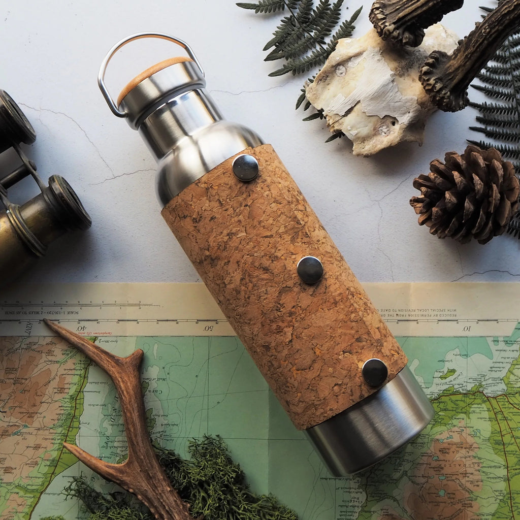 Poppers secure the removable cork cover to this stainless steel vacuum flask. A perfect gift for walkers and adventurers