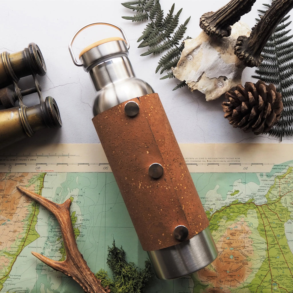 The cork adventure bottle is made from stainless steel with a cork cover that is removable using poppers, making it easy to clean
