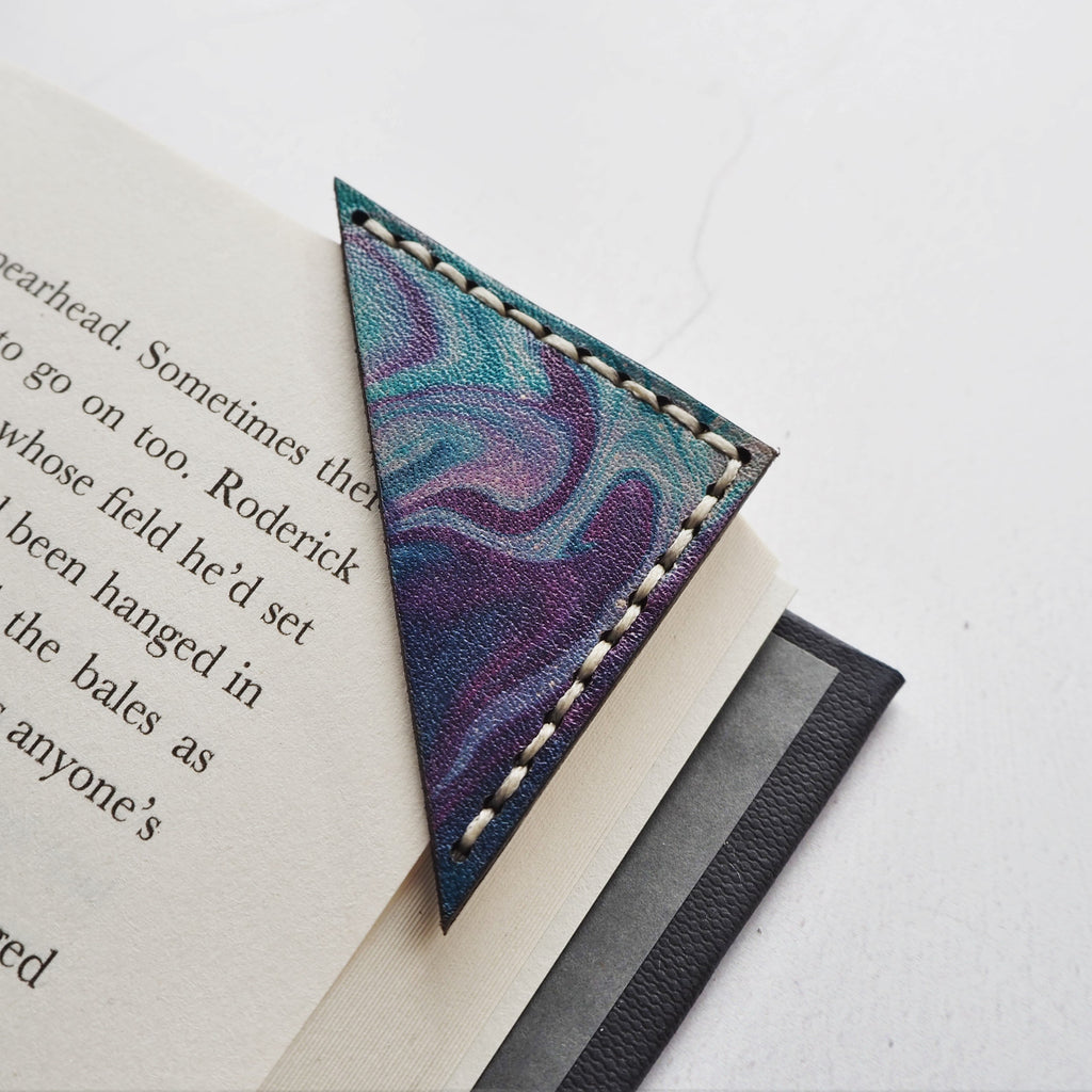 The nebula corner bookmark in marbled leather, by Hord