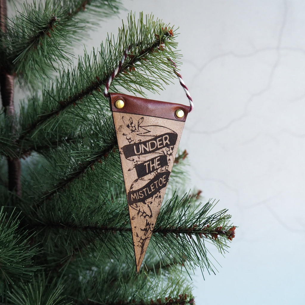 Mistletoe leather pennant by Hord