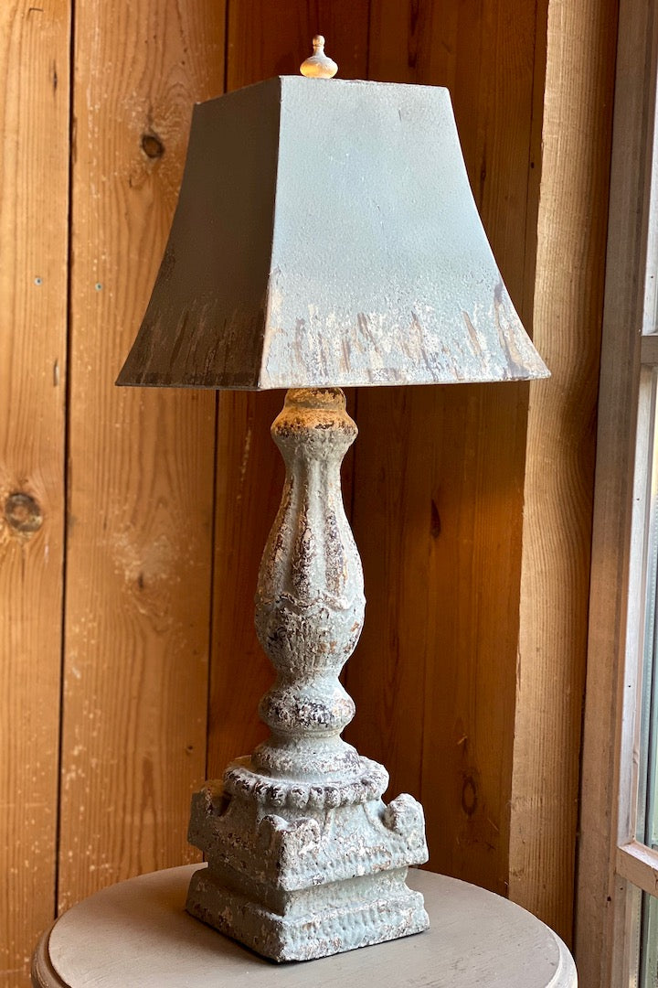Lampe belle patine grise