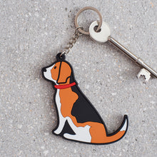 Load image into Gallery viewer, Sweet William Beagle Keyring