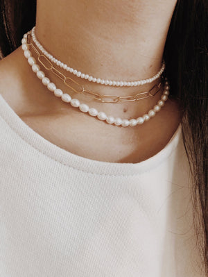 THE MEDIUM PEARL SHORT NECKLACE