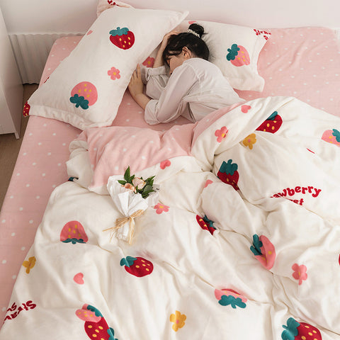 Fashion Strawberry Bedding Set PN3280