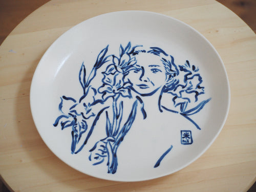 Fierce Girls Big Porcelain Plate ⌀25cm (Françoise Gilot)