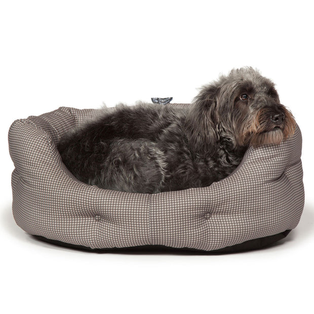 Vintage-Dogstooth-Deluxe-Slumber-Bed-with-Dog