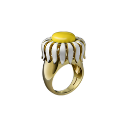 A daisy flower motif ring with yellow and white enamel in 18 karat yellow gold by Solange Azagury-Partridge