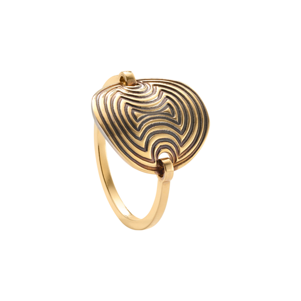 A round plaque engraved ring in 18 karat yellow gold by Solange Azagury-Partridge