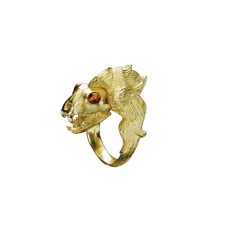 A zodiac leo motif ring wit tiger eye eyes in 18 karat yellow gold by Solange Azagury-Partridge