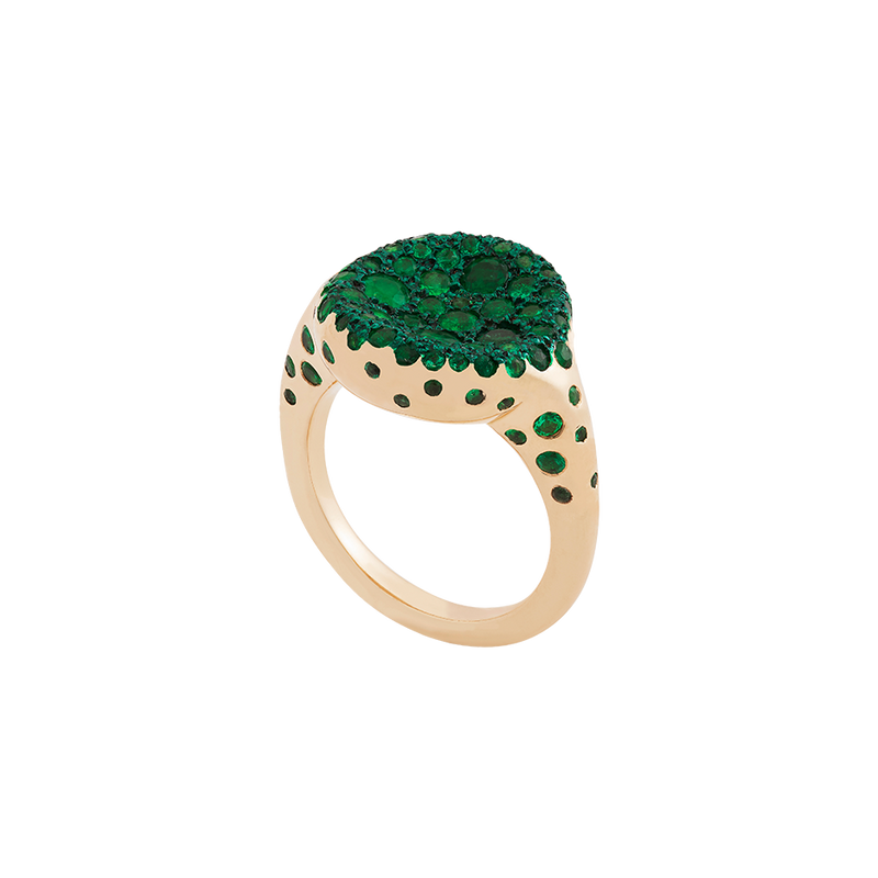 A ring with a round concave top set on it emeralds pavé and green ceramic plate in 18 karat yellow gold ring y Solange Azagury-Partridge
