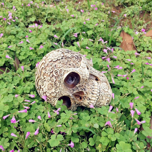 Yard & Garden Decor - Resin Skull Garden Statues