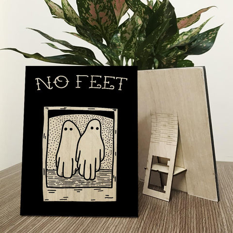 Beetlejuice - No Feet Wood Prints