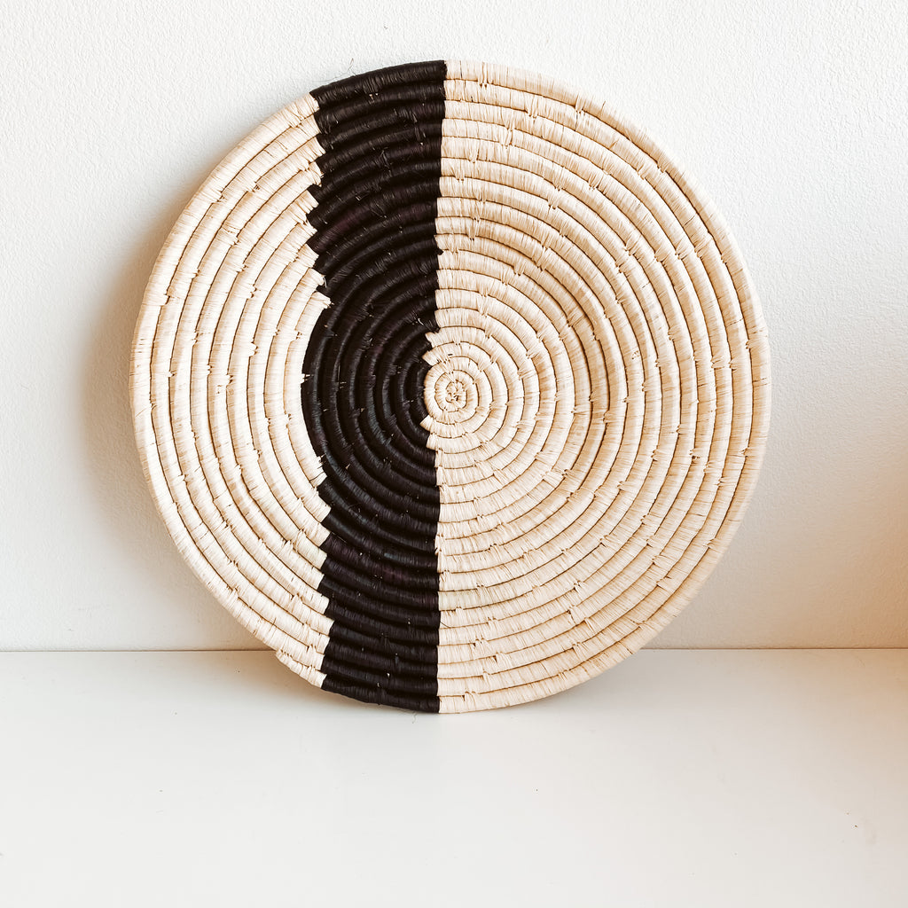 Black & Natural Striped Plate ( Medium )