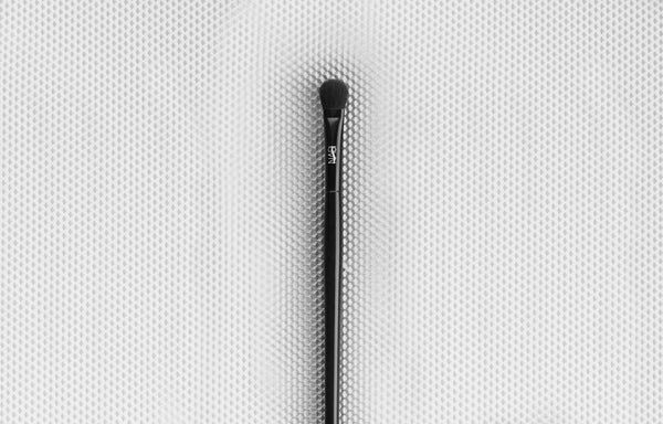 Norah Eye Brush
