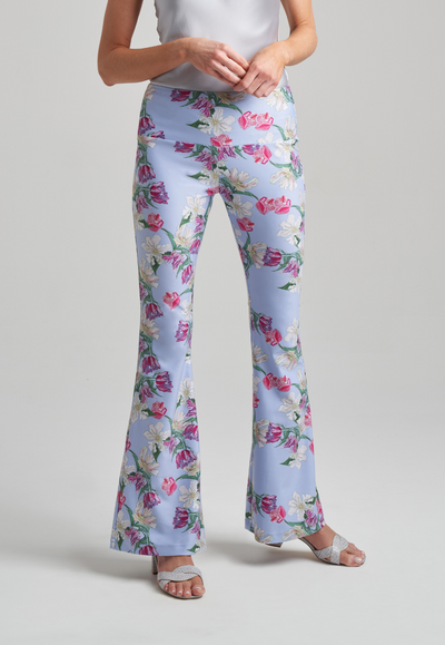 woman wearing stretch knit tank top and stretch knit pants in tulip print