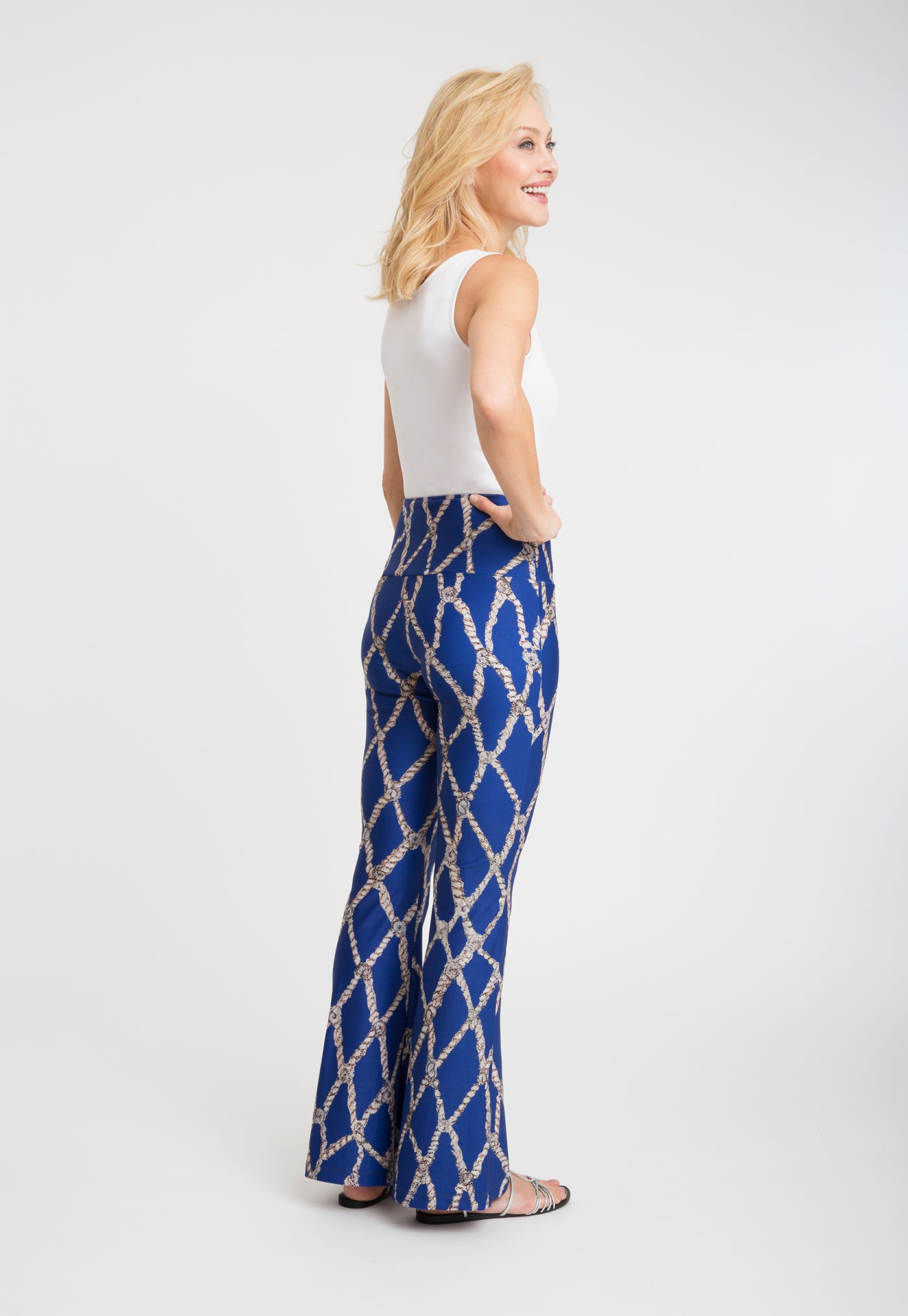 Elaine Pant in Sea Rope side view