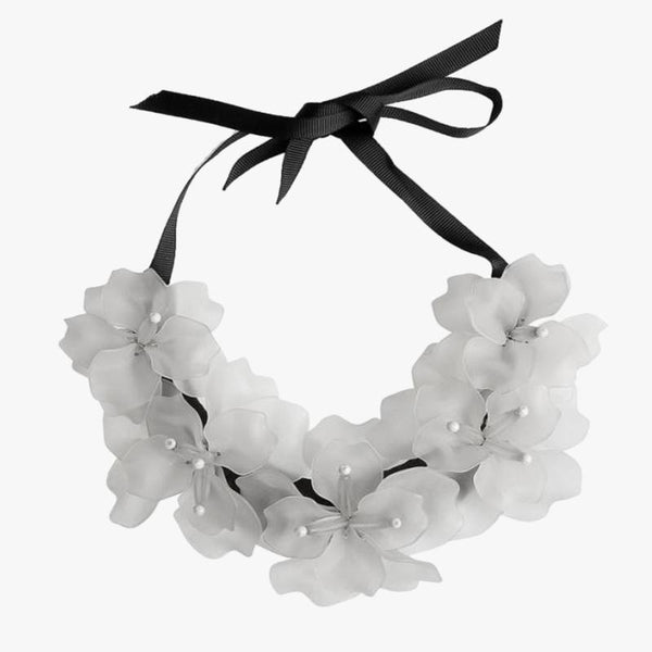 Flower Necklace Clear White - Villa Yasmine