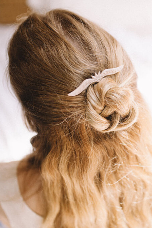 blonde bride model wearing Aélys, handmade boho wedding hairpin in beige