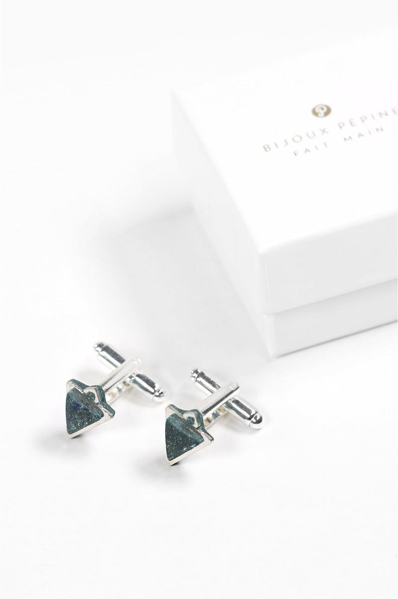 Nil, Montreal made forest green triangular cufflinks and their Bijoux Pépine luxury gift packaging