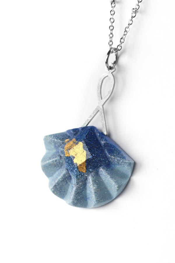 Statement long pendant chain in stainless steal and gold leaf 24 carats named Cancan and indigo blue resincolor