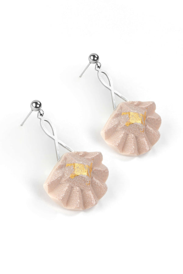 Statement earrings studs in stainless steal and gold leaf 24 carats named Cancan and beige color