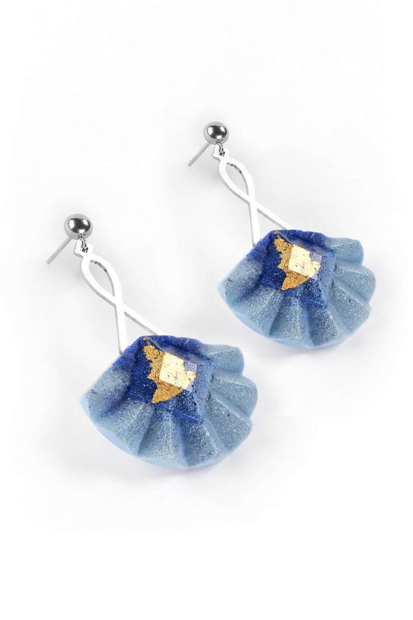 Statement earrings studs in stainless steal and gold leaf 24 carats named Cancan and indigo blue color
