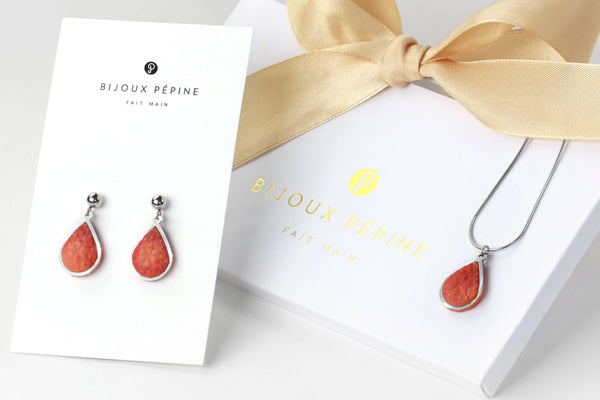 Candide jewelry set parure with earrings studs and teardrop adjustable length necklace in red coral color resin and hypoallergenic stainless steel