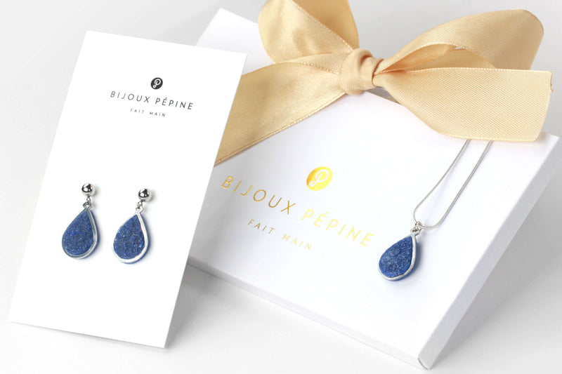 Candide jewelry set parure with earrings studs and teardrop adjustable length necklace in blue indigo color resin and hypoallergenic stainless steel