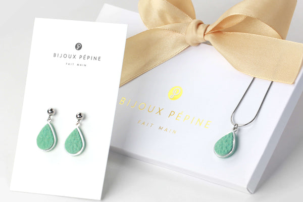 Candide jewelry set parure with earrings studs and teardrop adjustable length necklace in green aqua mint color resin and hypoallergenic stainless steel