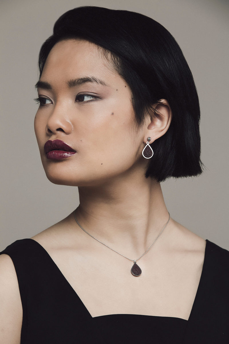 fashion model wearing matching burgundy Candide teardrop stud earrings and necklace by Bijoux Pépine Montreal