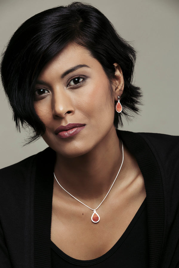 model wearing coral red Candide teardrop stud earrings and necklace by Bijoux Pépine Montreal