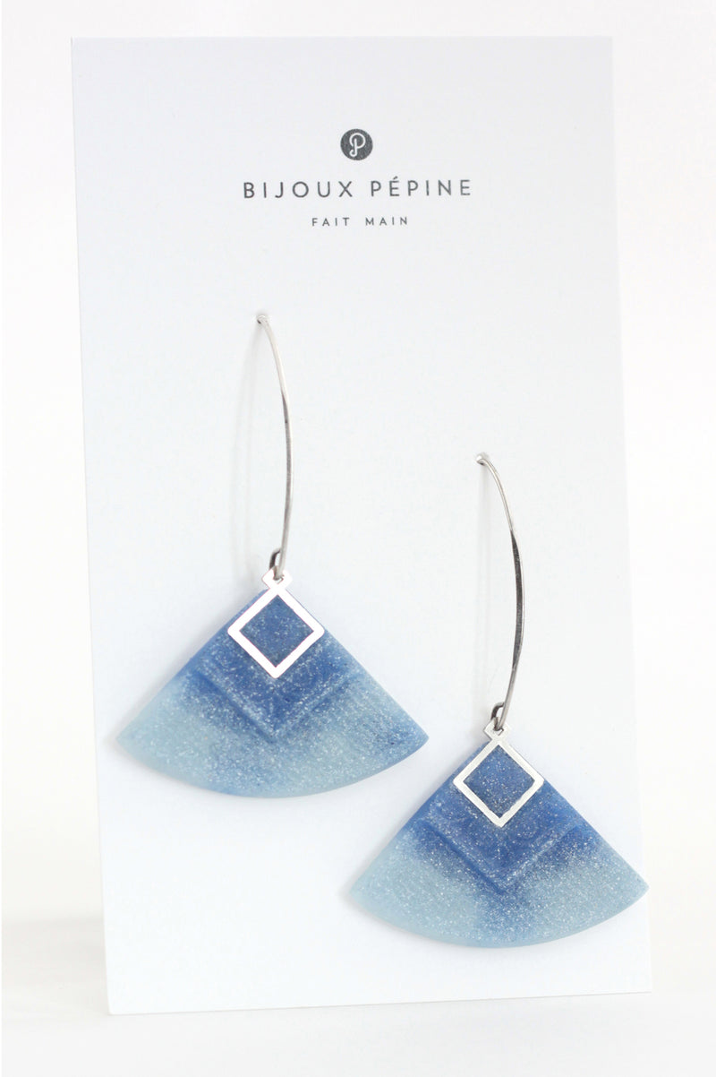 Cléopâtre handmade statement earrings, in marbled indigo and pastel blue resin and hypoallergenic stainless steel