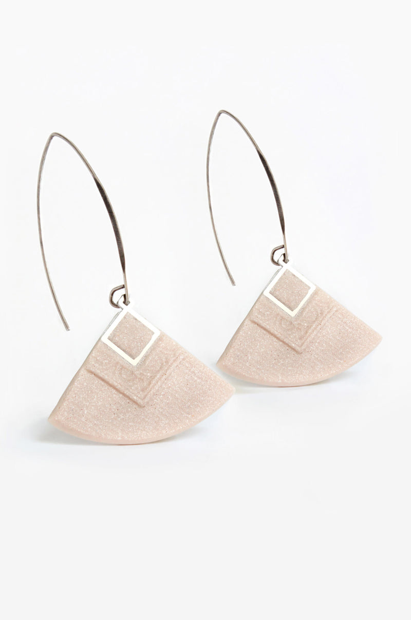 Cléopâtre handmade statement earrings, in beige resin and hypoallergenic stainless steel