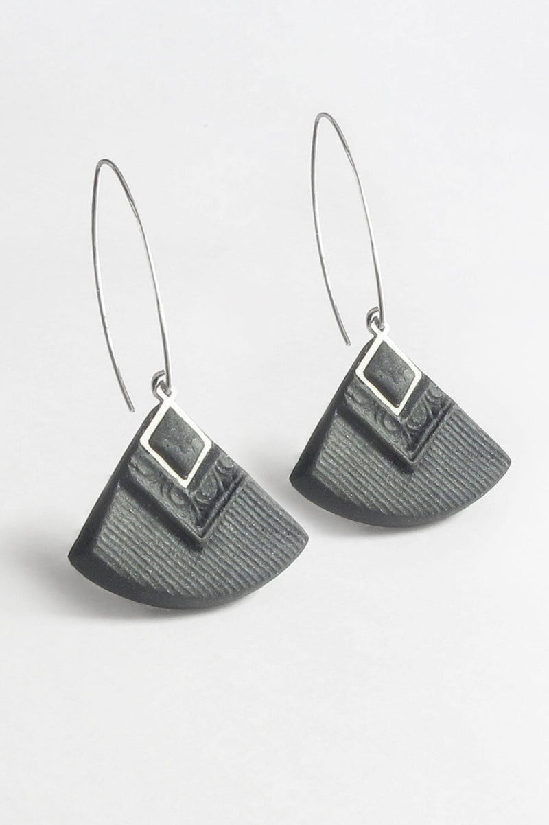 Cléopâtre handmade statement earrings, in black resin and hypoallergenic stainless steel