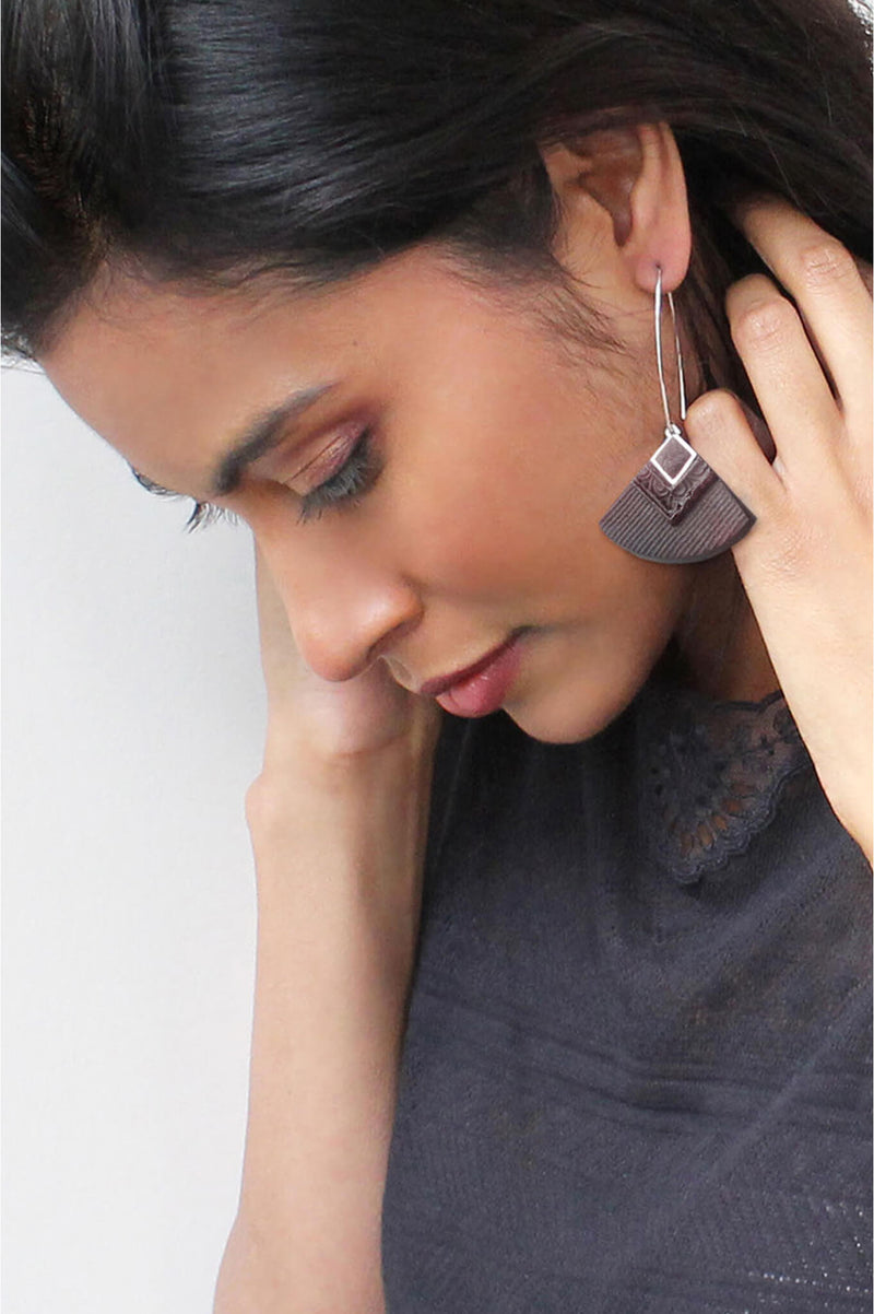 dark-haired model wearing Cléopâtre statement earrings, in burgundy red resin and hypoallergenic stainless steel