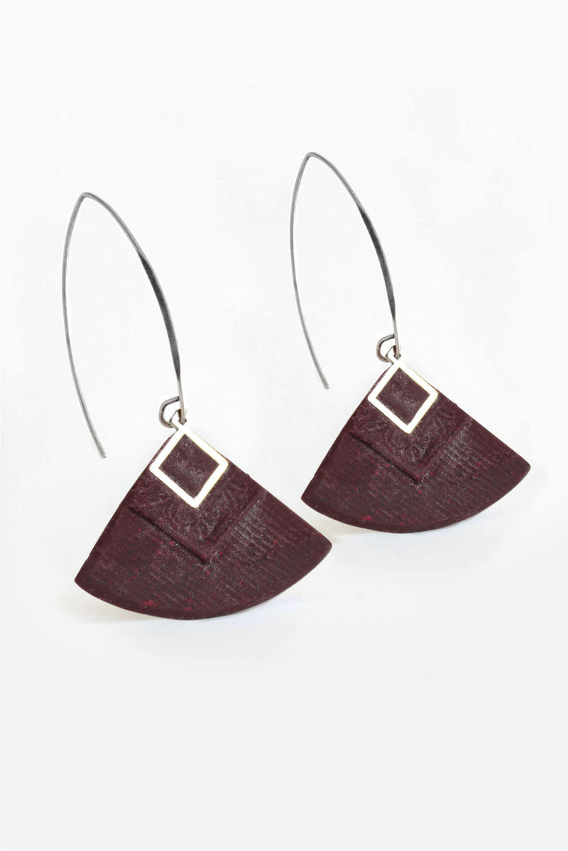 Cléopâtre handmade statement earrings, in burgundy red resin and hypoallergenic stainless steel