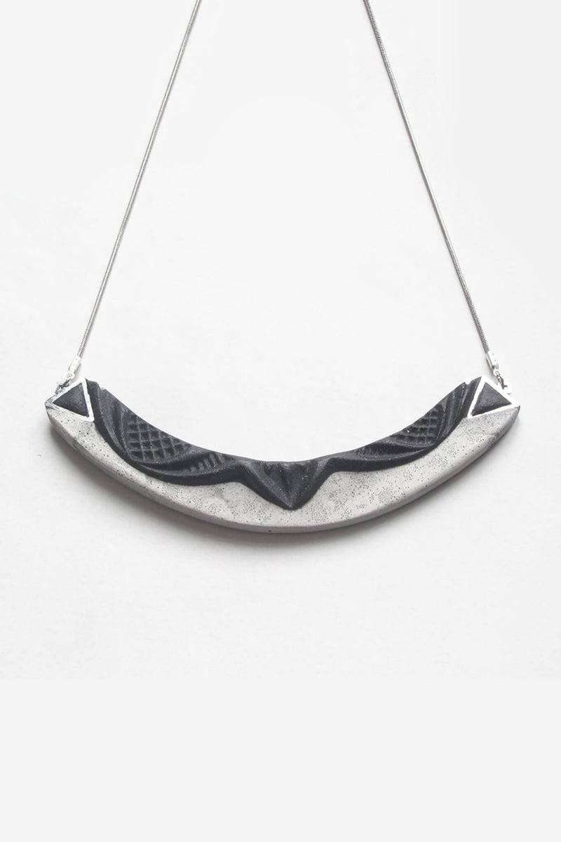 Couronne, handmade necklace in grey and black resin and hypoallergenic stainless steel