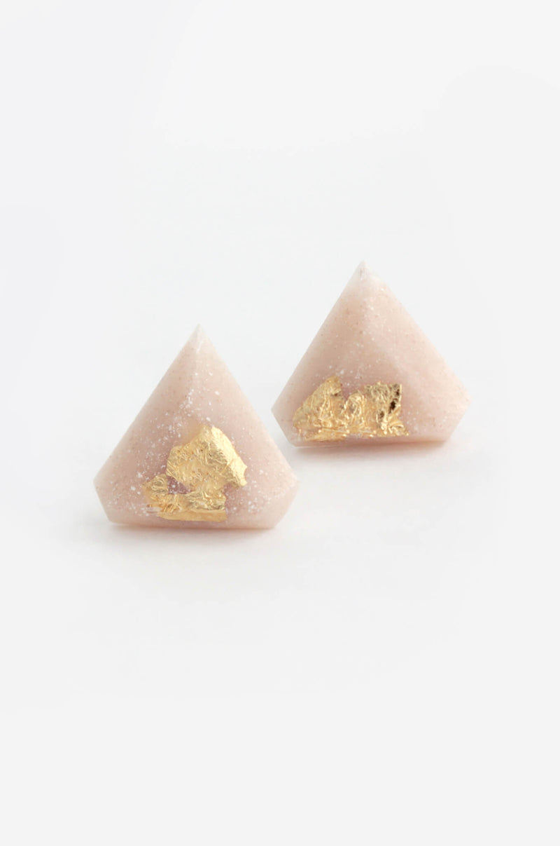 Diamant-studs-earrings-handmade-montreal-canada-resin-jewelry-hypoallergenic-gold-leaf-beige