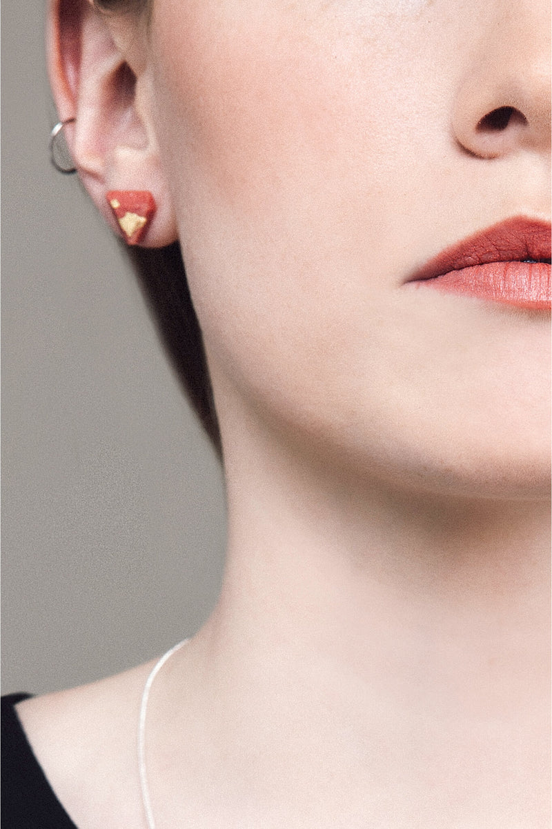 model wearing Bijoux Pépine's coral red resin and gold leaf Diamant earrings